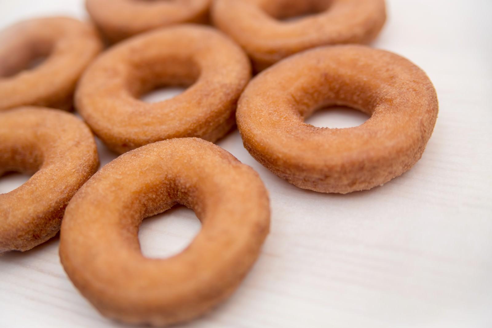 「並べられたドーナツ」の写真