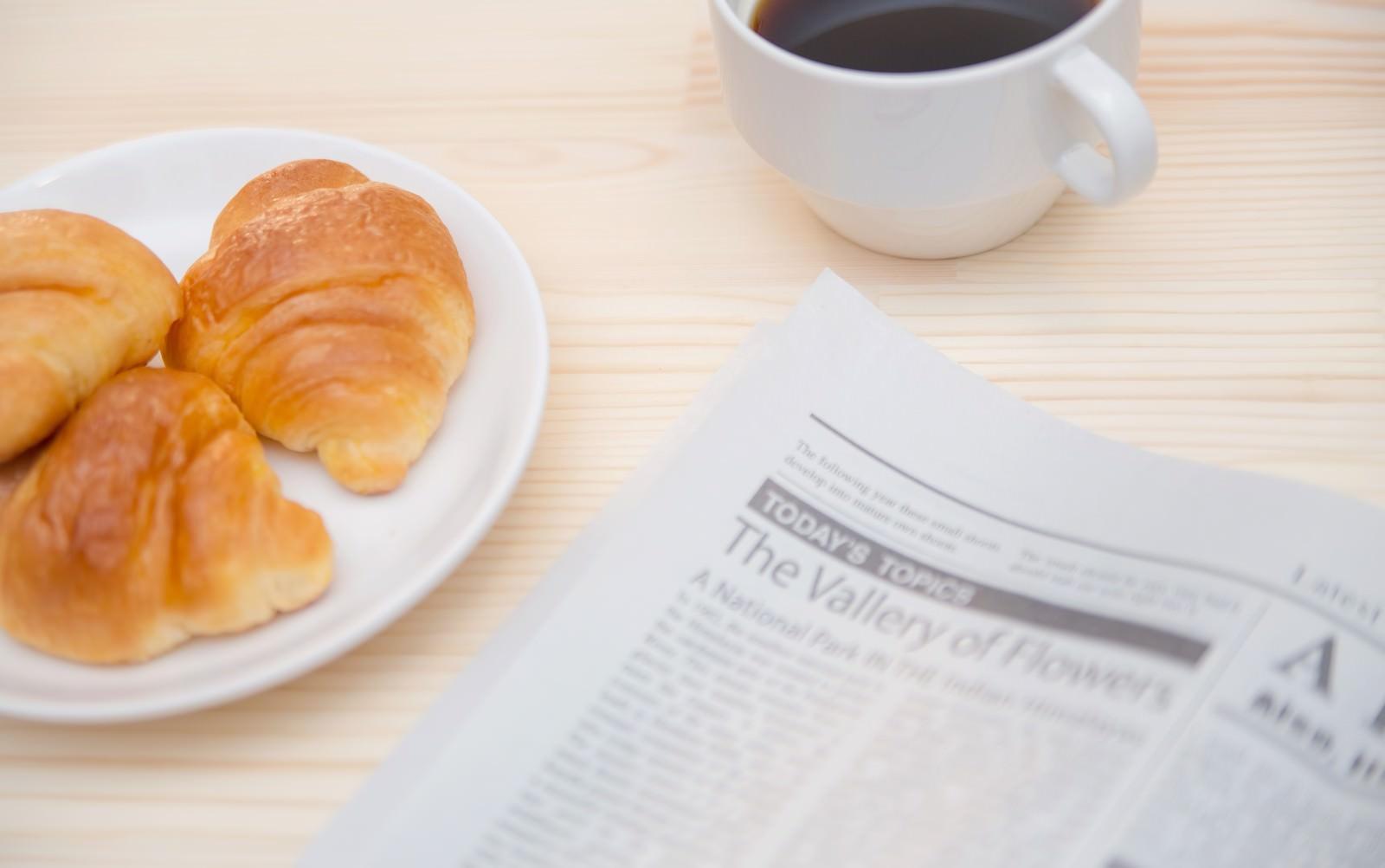 「パンとコーヒータイムパンとコーヒータイム」のフリー写真素材を拡大
