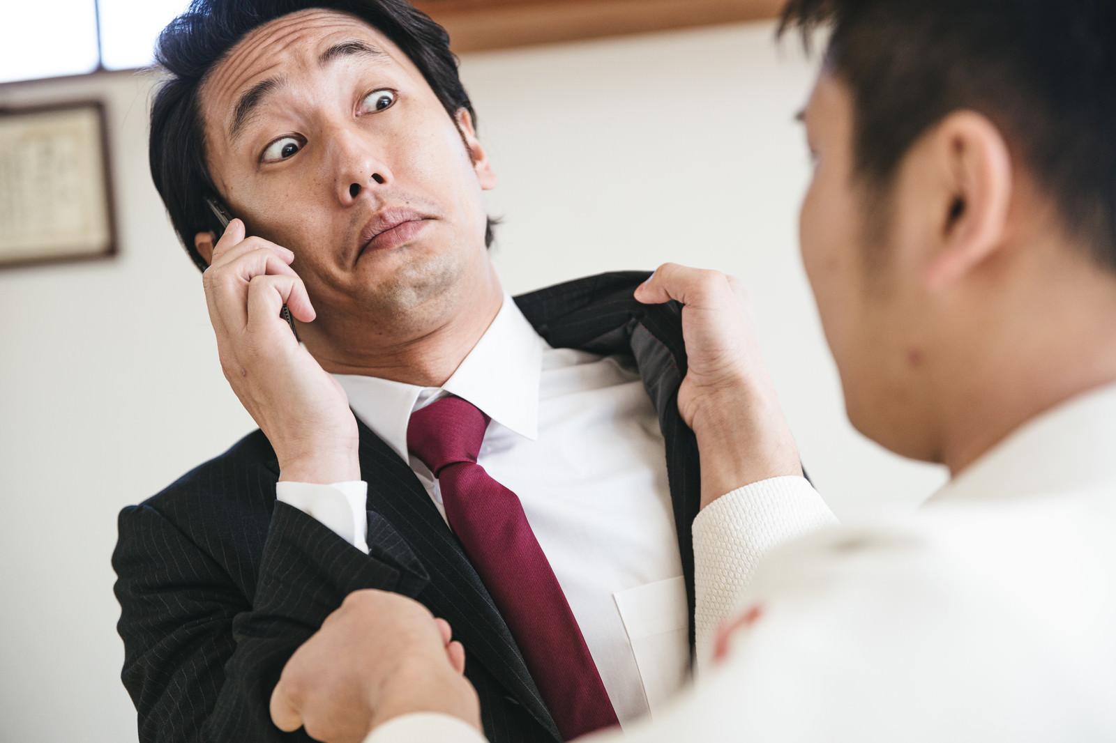 「もしもし?私いま襲われてます」の写真[モデル:大川竜弥]