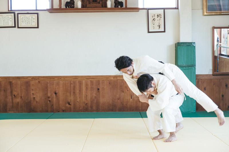 柔道の投げ技 背負投(シーン2)の写真素材