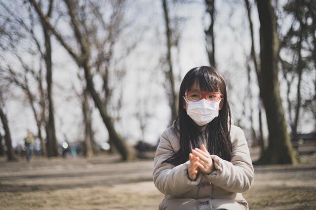 花粉の季節はマスクと眼鏡は必需品の写真