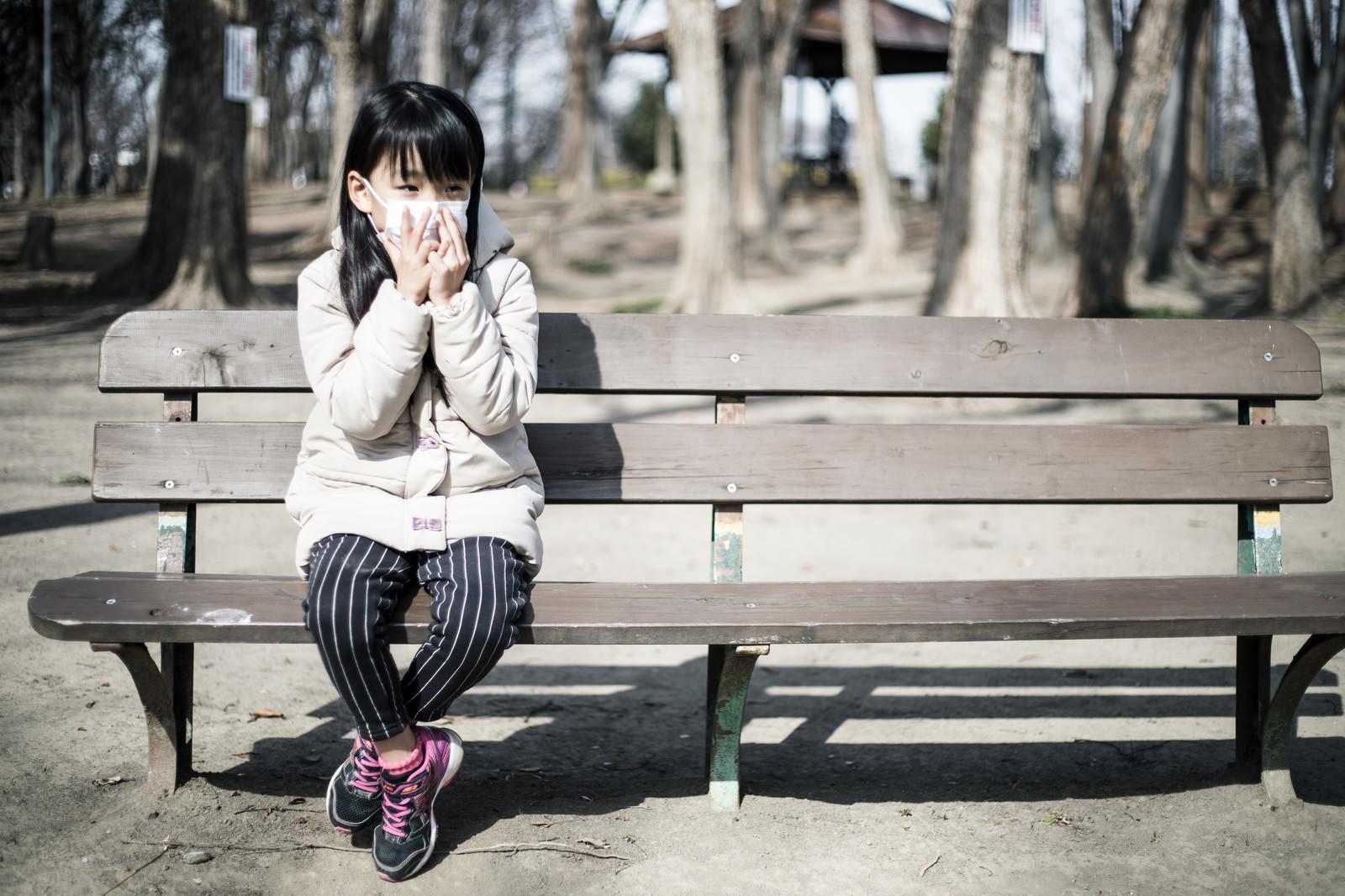 「乾燥する季節はマスクを着用する女の子」の写真[モデル:あんじゅ]