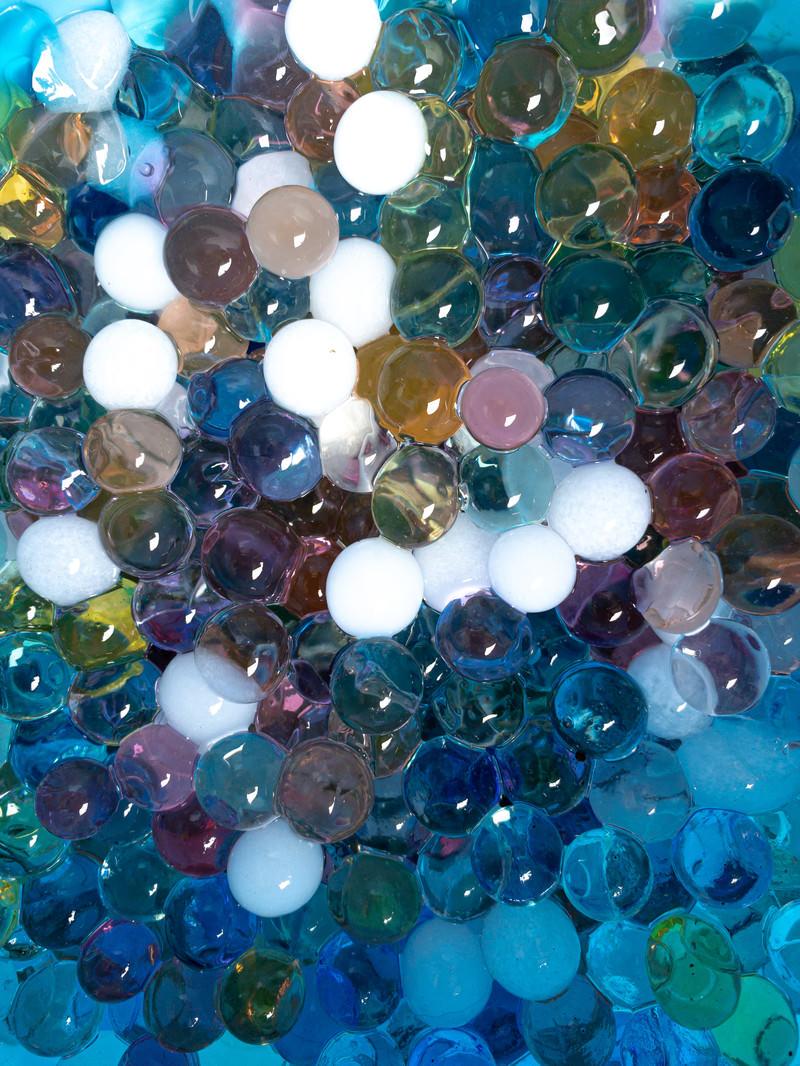 「プルプルのゼリー状のボール(テクスチャ)」の写真