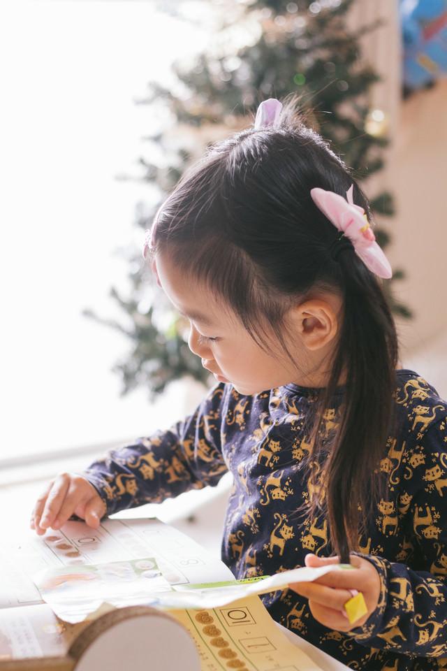 勉強中の愛娘の写真