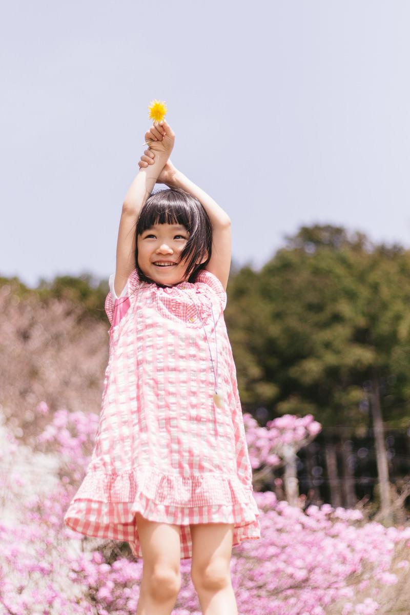 「春の陽気にはしゃぐ女の子春の陽気にはしゃぐ女の子」[モデル:あんじゅ]のフリー写真素材を拡大