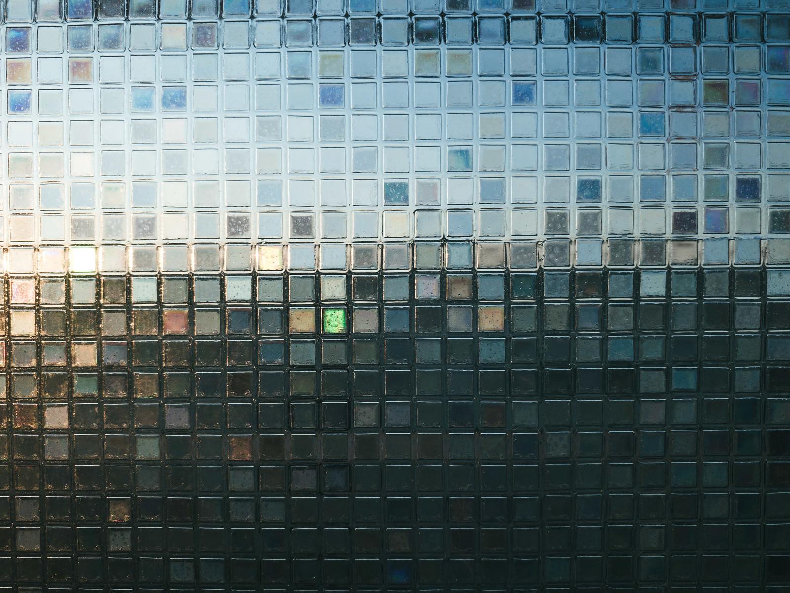 「カラフルな四角形の窓ガラス(テクスチャ)」の写真