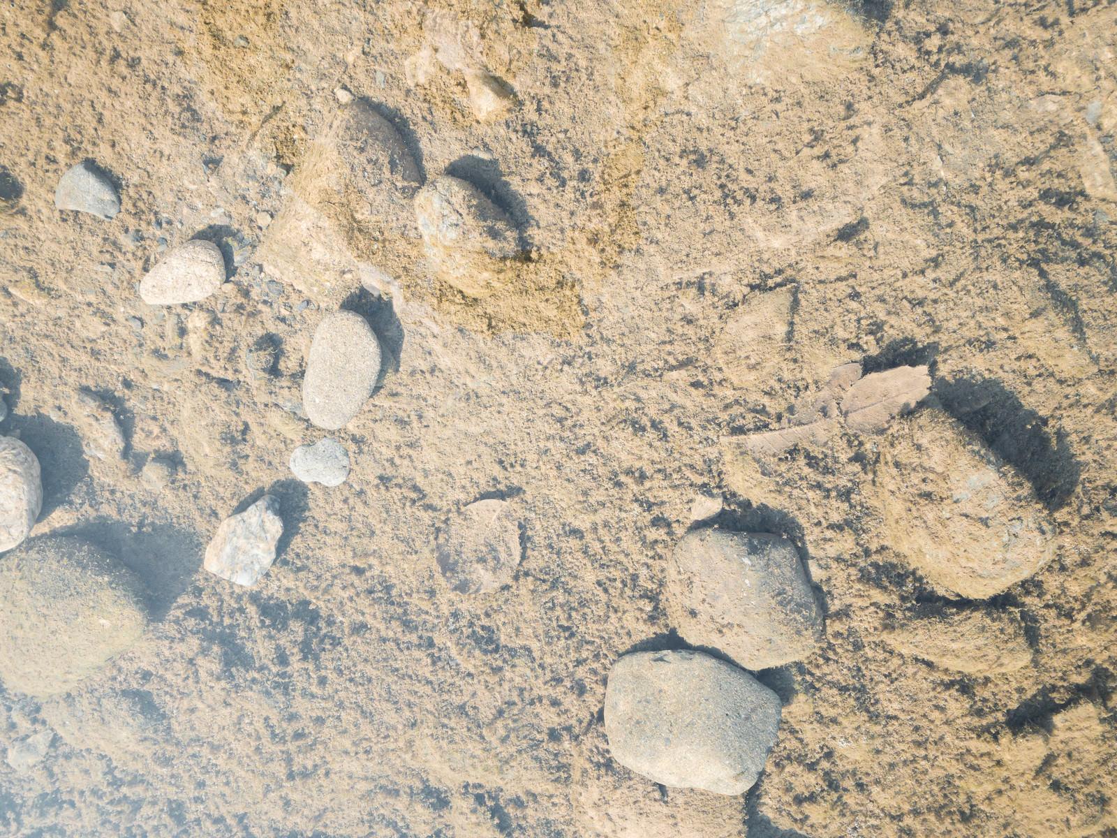 「汚れ気味の水の底(テクスチャ)」の写真