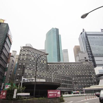 「新橋駅前のビル街」の写真素材