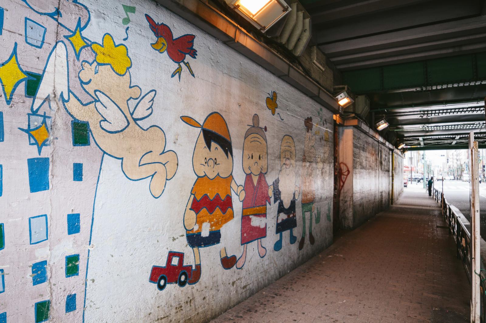 「壁に描かれたイラスト(新大久保)」の写真