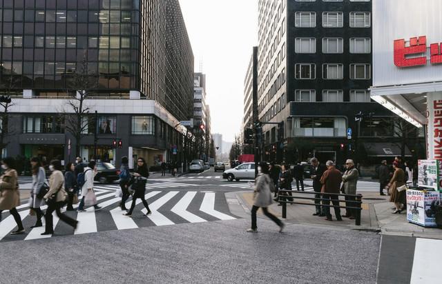 有楽町駅前の交差点の写真