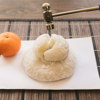 「末広がる鏡餅」の写真素材