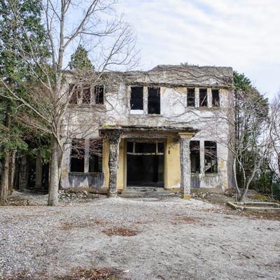 「ケーブルカー駅の廃墟(全景)」の写真素材