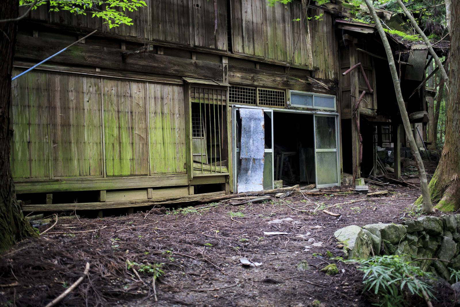 「ホラーゲームの舞台になった廃村」の写真