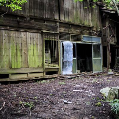 「ホラーゲームの舞台になった廃村」の写真素材