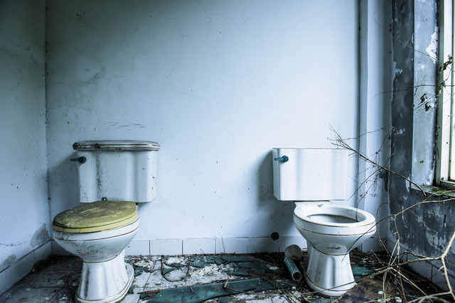 「台湾のパーティハウス廃墟(トイレ)」のフリー写真素材