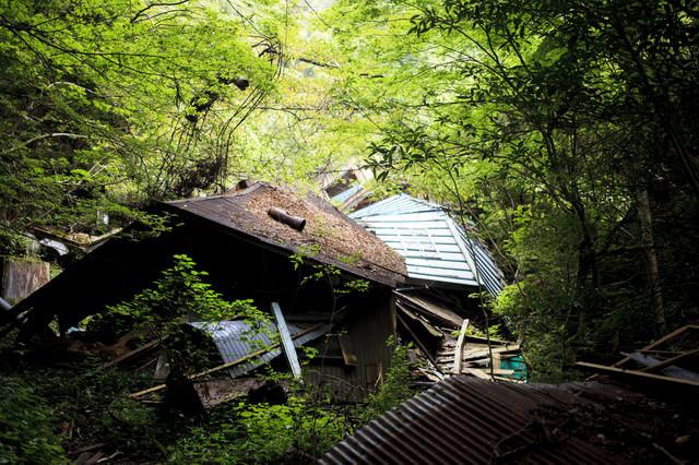 崩落した民家の写真