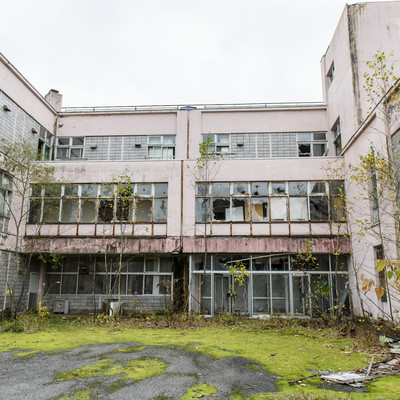小学校の廃墟の写真