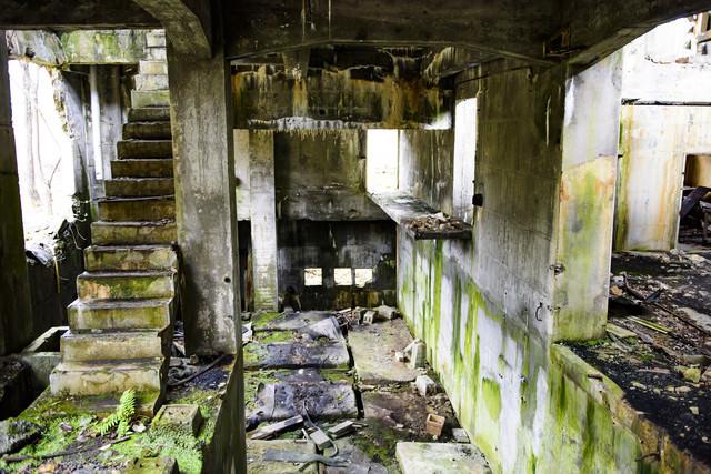 炭鉱施設の廃墟の写真