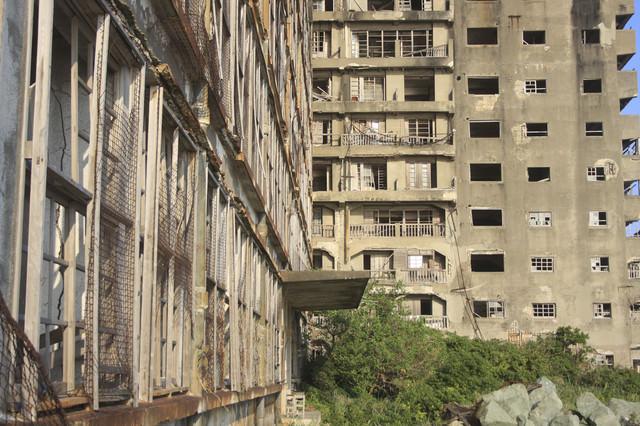 軍艦島のマンションの写真