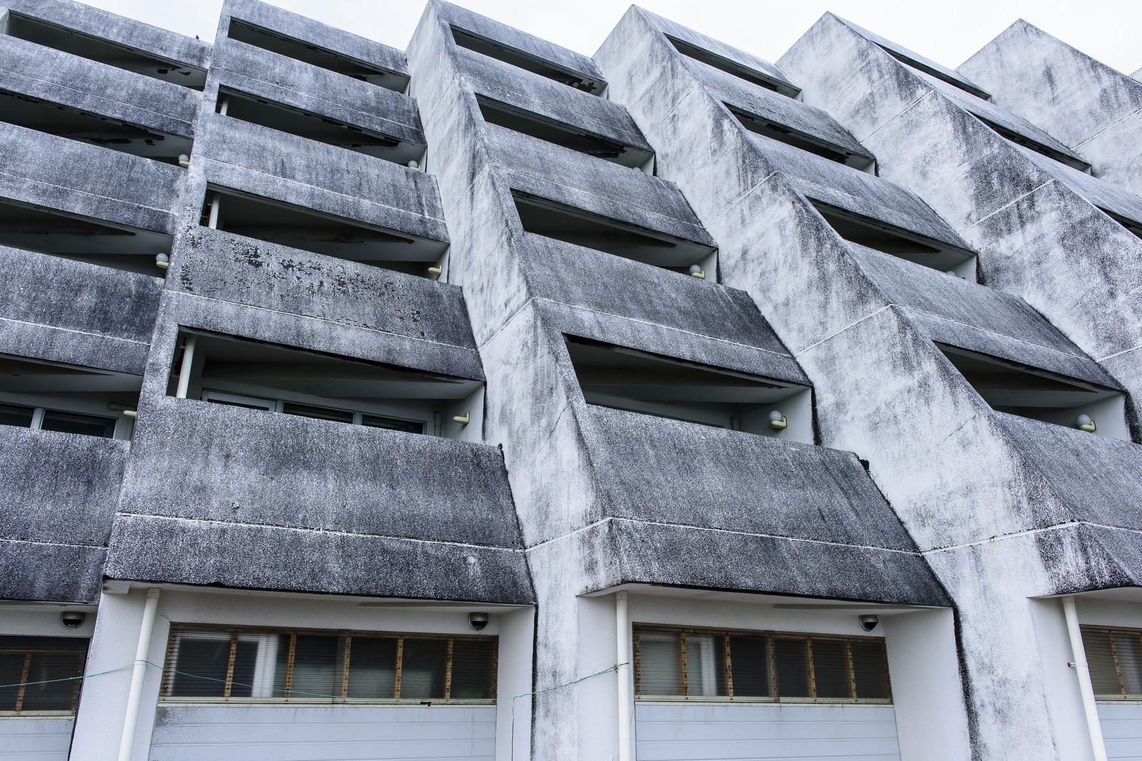 「離島のホテル廃墟外観」の写真