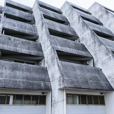 「離島のホテル廃墟外観」の写真素材
