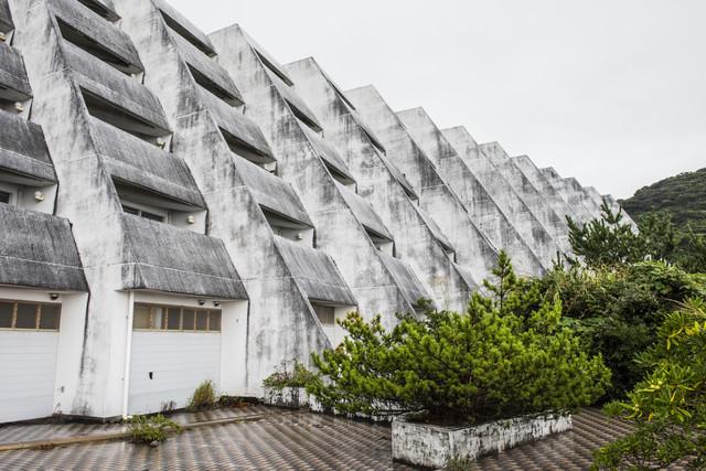 離島の無人ホテル(廃墟)の写真
