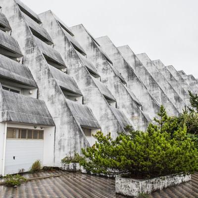 「離島の無人ホテル(廃墟)」の写真素材