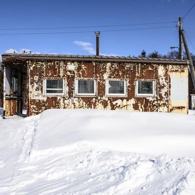 「雪に埋もれる北海道「歌内駅」」の写真素材
