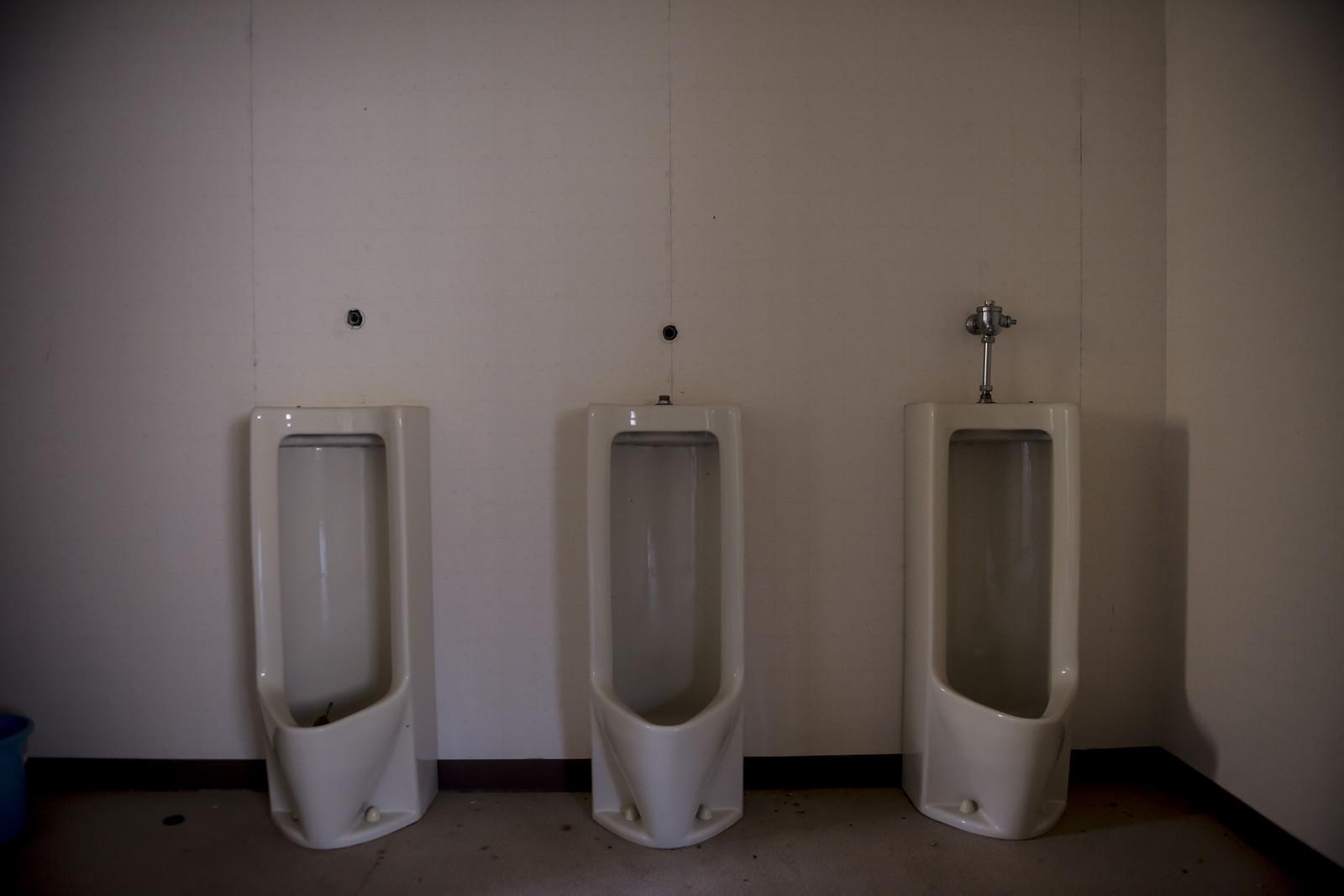 「使われていない不気味なトイレ」の写真