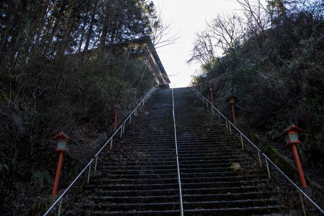 荒れた階段の写真