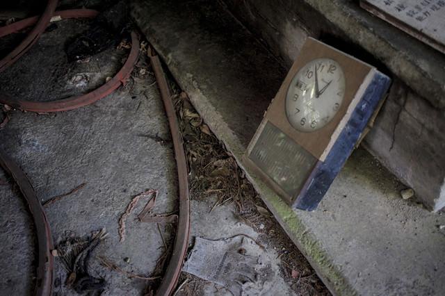 見捨てられた時計の写真