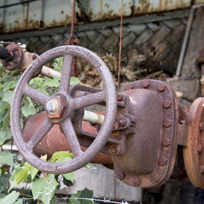 「錆びついたバルブ」の写真素材