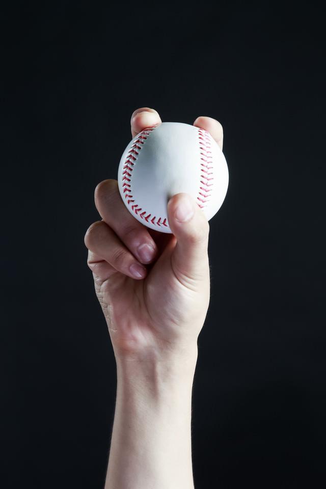 ストレートの握り方(野球)の写真