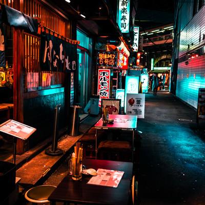 路地裏の居酒屋の写真