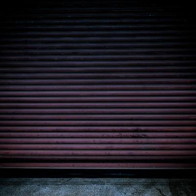 「不気味なシャッター」の写真素材