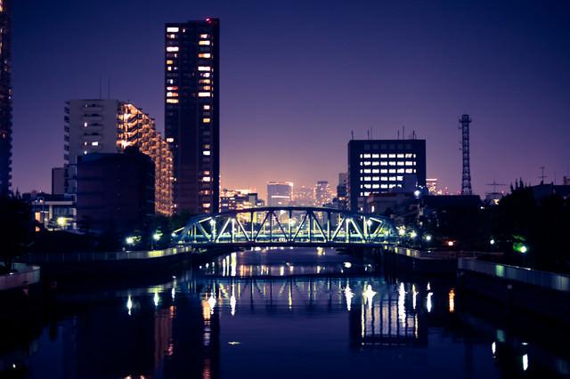 江東区の川べり(夜景)の写真