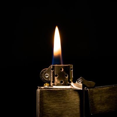 「オイルライターの火」の写真素材