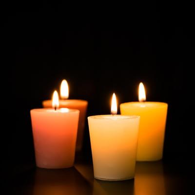 「キャンドルの灯り」の写真素材