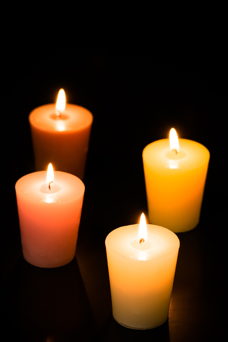 「キャンドルに火が灯る」の写真