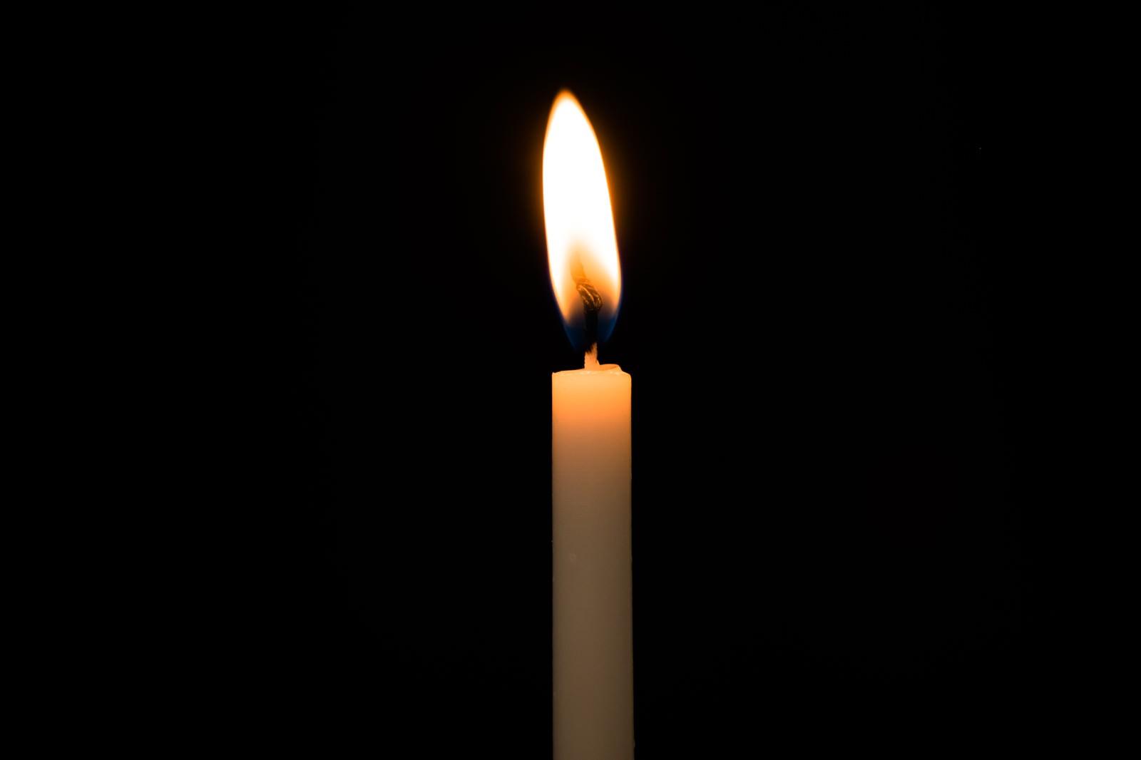 「和ろうそくの火」の写真