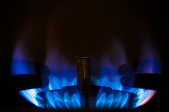ガスコンロの青い炎の写真