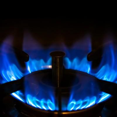 ガスコンロの強火(青い炎)の写真