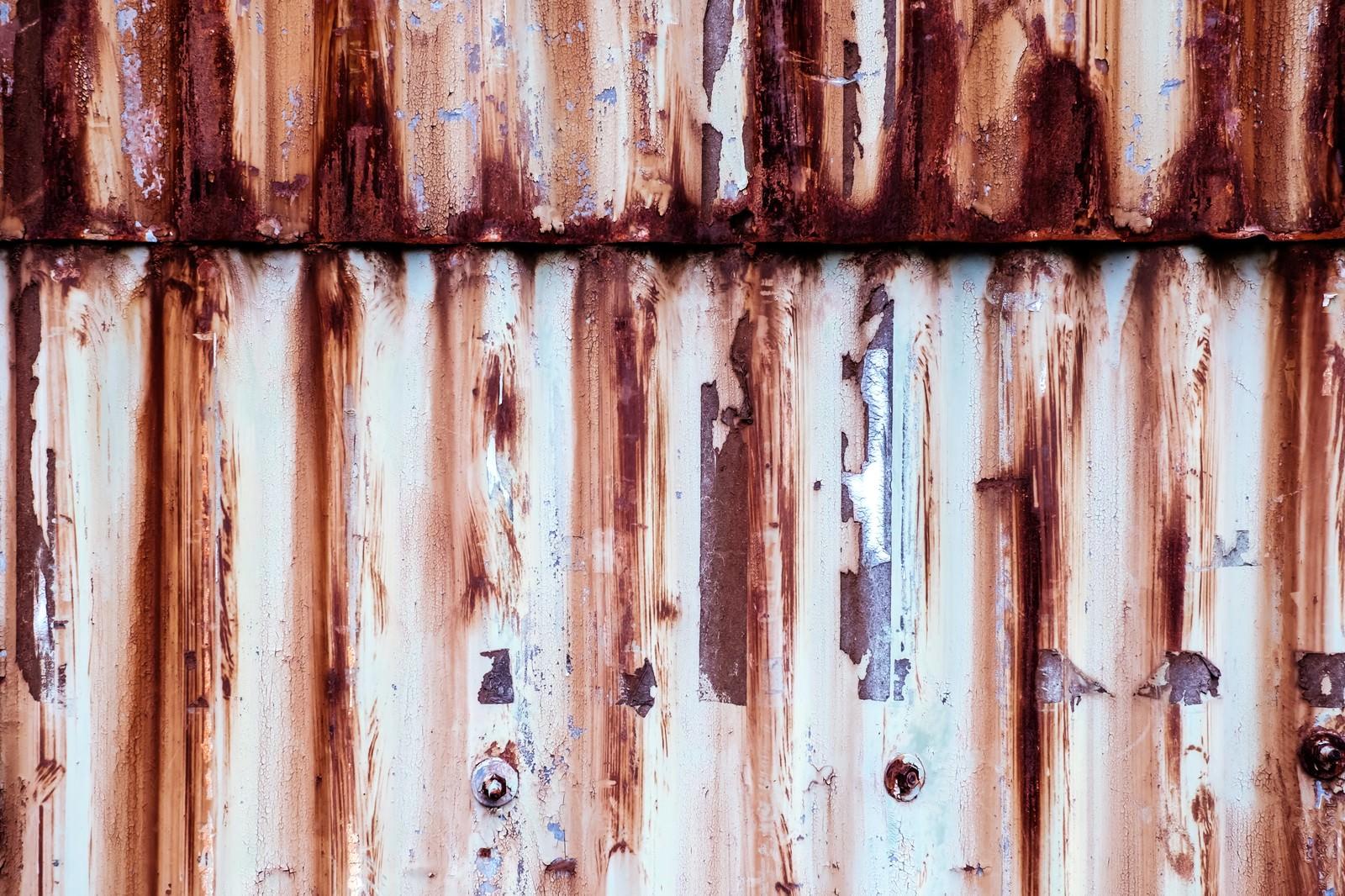 「茶色くサビたトタンのテクスチャー」の写真
