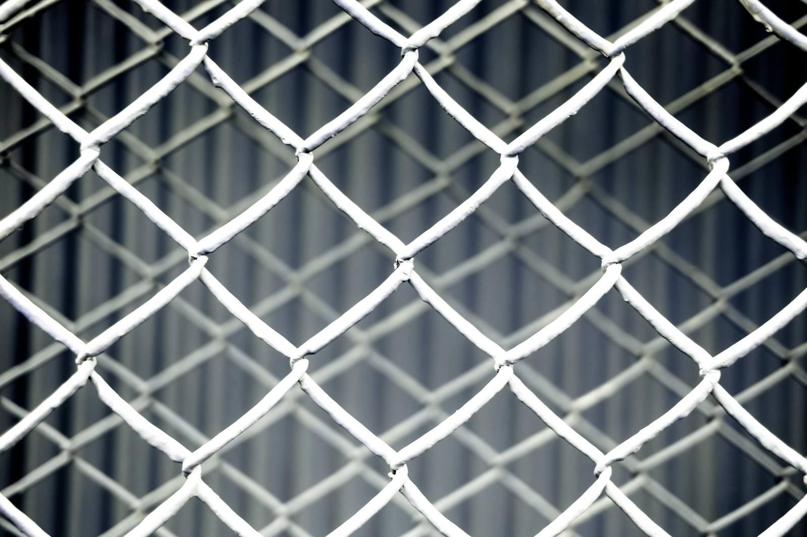 「重なった金網フェンス(灰)重なった金網フェンス(灰)」のフリー写真素材を拡大