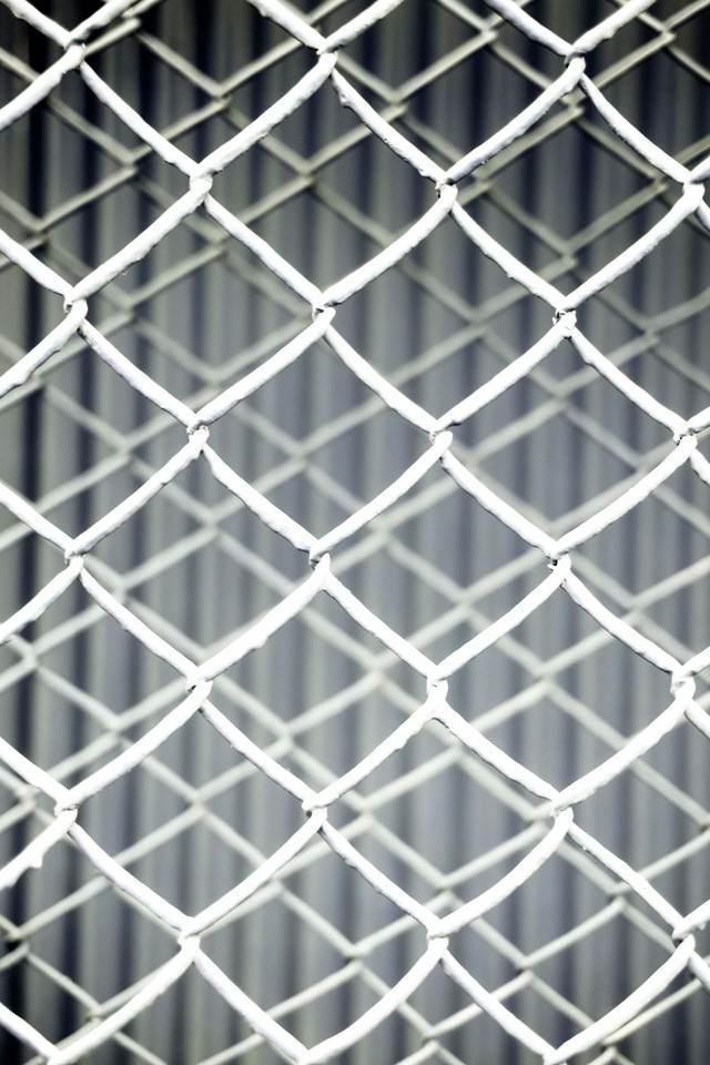 重なる灰色のフェンスのテクスチャーの写真