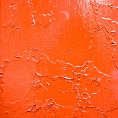 「錆びでひび割れた赤い壁」の写真素材