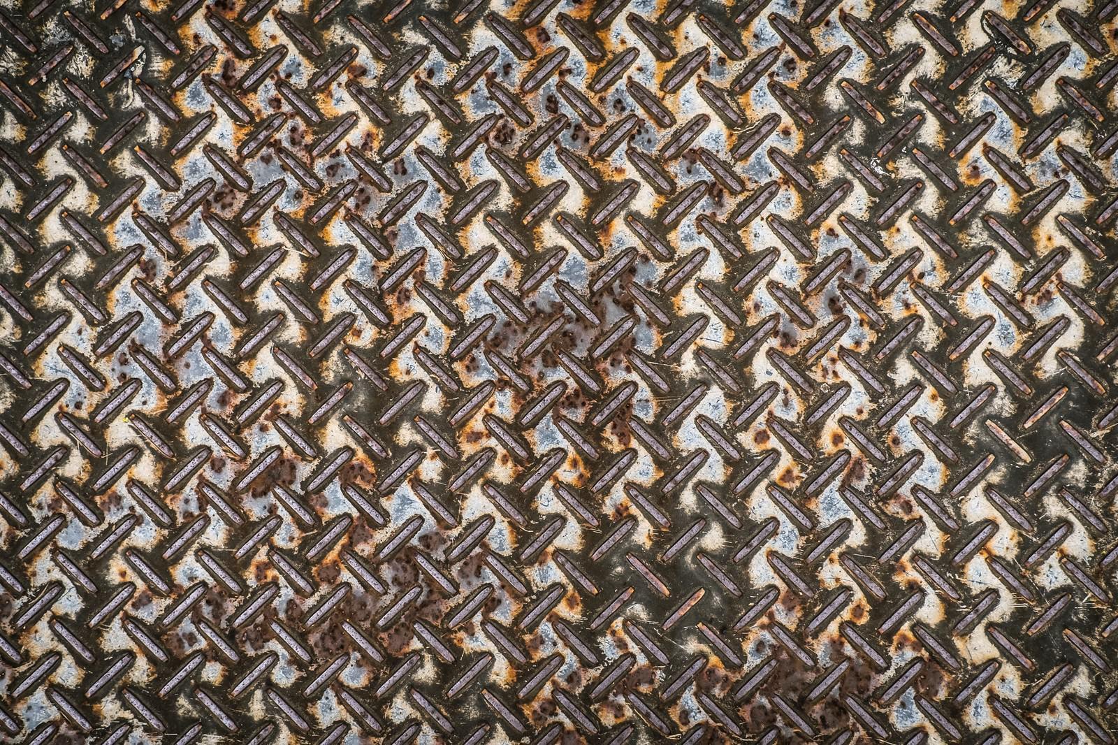 「作業現場の錆びた金属の足場(テクスチャー)作業現場の錆びた金属の足場(テクスチャー)」のフリー写真素材を拡大