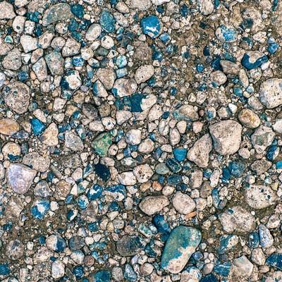 「上から圧がかかった地面と小石(テクスチャー)」の写真素材
