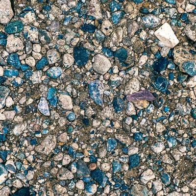 「地面にめり込む小石(テクスチャー)」の写真素材