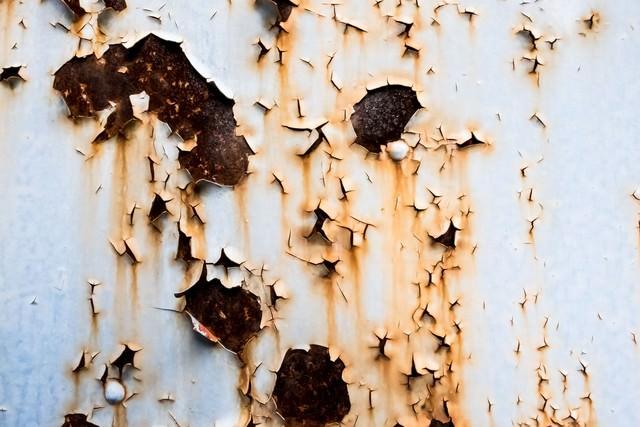 ペンキが剥がれた壁の写真